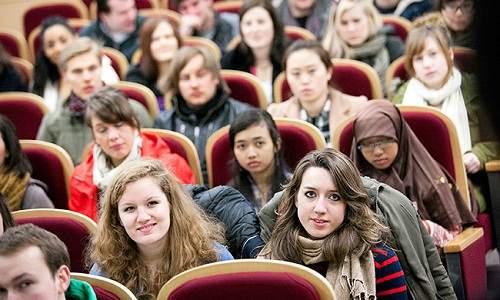Hàn Quốc nới lỏng visa nhằm thu hút du học sinh ở lại làm việc